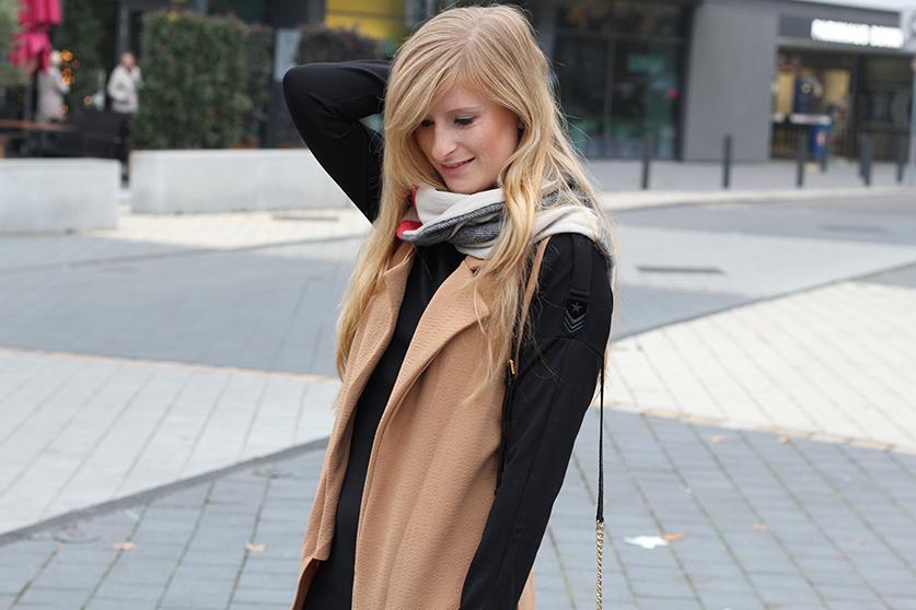 Langer ärmerlloser Mantel in Caramel von Asos mit Pilotenkleid Lookbook Outfit Herbst Modeblog 2