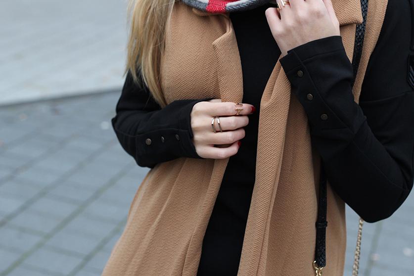 Langer ärmerlloser Mantel in Caramel von Asos mit Pilotenkleid Lookbook Outfit Herbst Modeblog 5