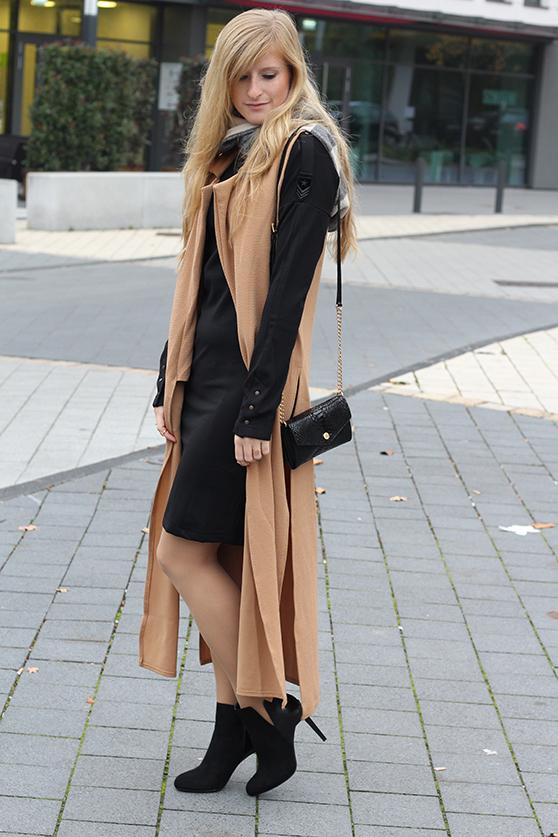 Langer ärmerlloser Mantel in Caramel von Asos mit Pilotenkleid Lookbook Outfit Herbst Modeblog 6