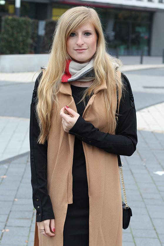 Langer ärmerlloser Mantel in Caramel von Asos mit Pilotenkleid Lookbook Outfit Herbst Modeblog 7