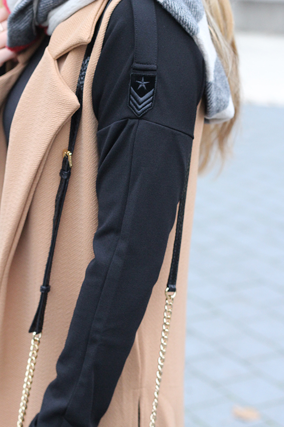 Langer ärmerlloser Mantel in Caramel von Asos mit Pilotenkleid Lookbook Outfit Herbst Modeblog 91