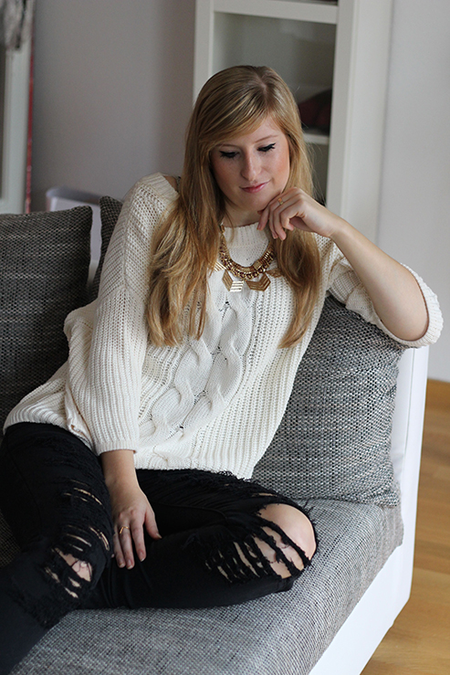 Modeblog Modeblog Deutschland Blogger Konkurrenzkampf Freundschaft ootd Ripped Jeans Strickpulli