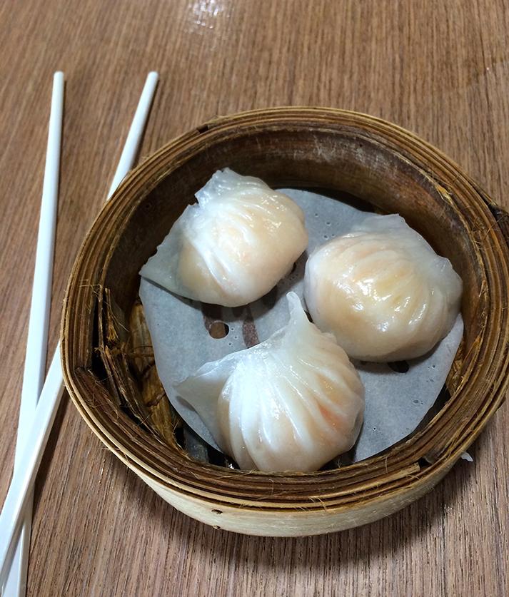 Reiseblog Reiseplanung Thailand Foodblog Essen Dumpling gedünstet Garnele typisches Thai Essen mit Stäbchen