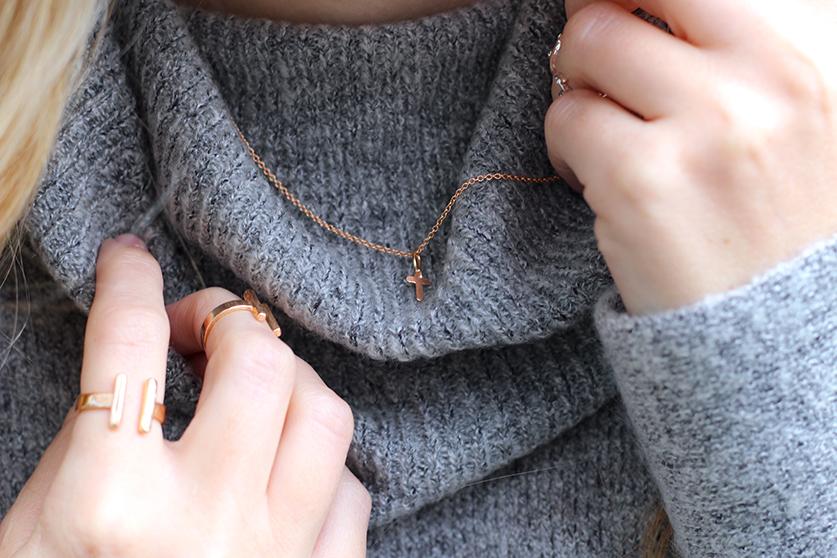 Winter Look Rollkragenpullover grau von Asos goldener Schmuck Modeblog Deutsch OOTD Blog 91