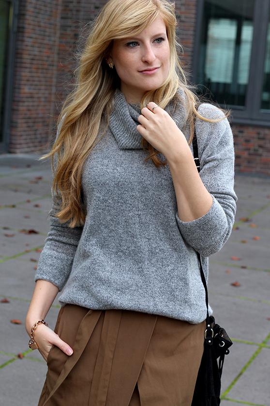 Winter Look gefütterte Booties schwarz mit Rollkragenpullover grau von Asos und Wickelrock Zara Modeblog Deutsch 5