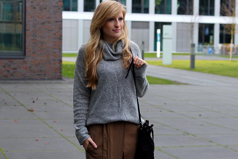 Winter Look gefütterte Booties schwarz mit Rollkragenpullover grau von Asos und Wickelrock Zara Modeblog Deutsch 2
