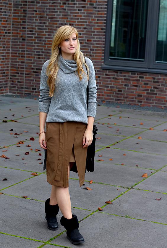 Winter Look gefütterte Booties schwarz mit Rollkragenpullover grau von Asos und Wickelrock Zara Modeblog Deutsch 6