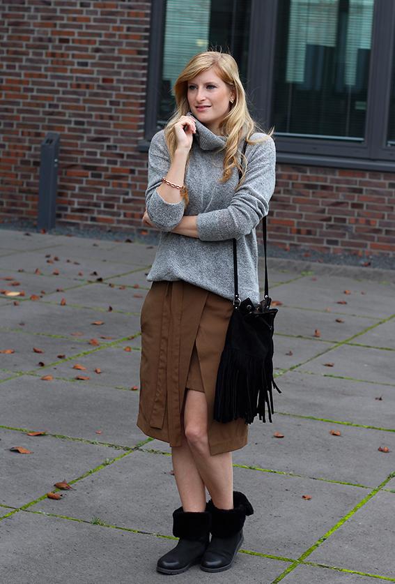Winter Look gefütterte Booties schwarz mit Rollkragenpullover grau von Asos und Wickelrock Zara Modeblog Deutsch 92
