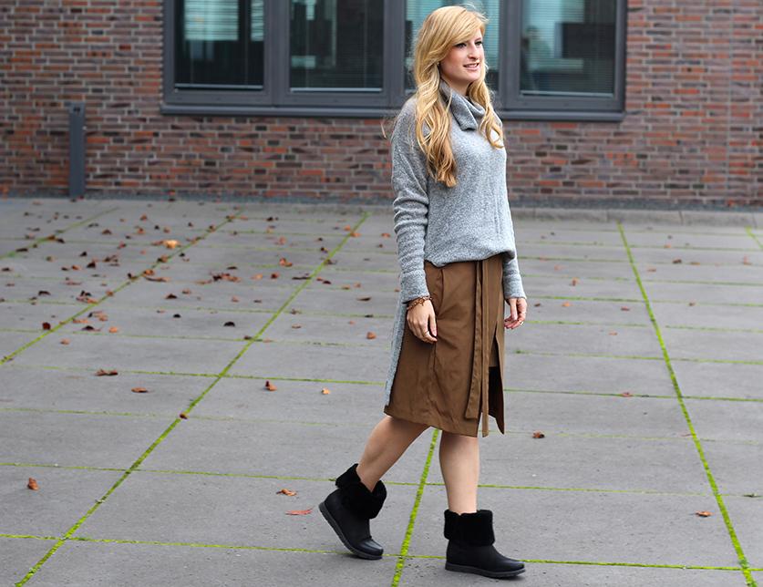 Winter Look gefütterte Booties schwarz mit Rollkragenpullover grau von Asos und Wickelrock Zara Modeblog Deutsch