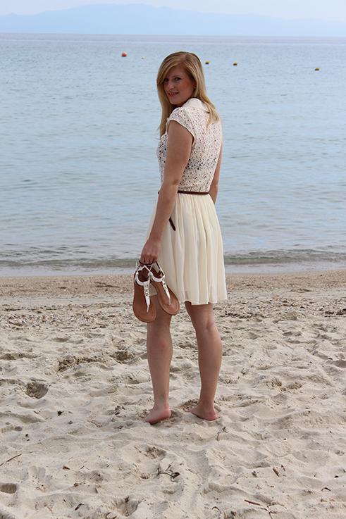 Brini_am_Strand_beach_griechenland_kallithea_travelblog_reiseblog_brinisfashionbook