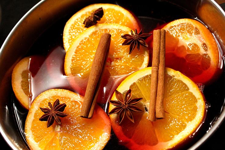 Cranberry Adventspunsch Rezept weihnachtlicher Mädelsabend Zimt Saft Orangengescheiben Sternanis