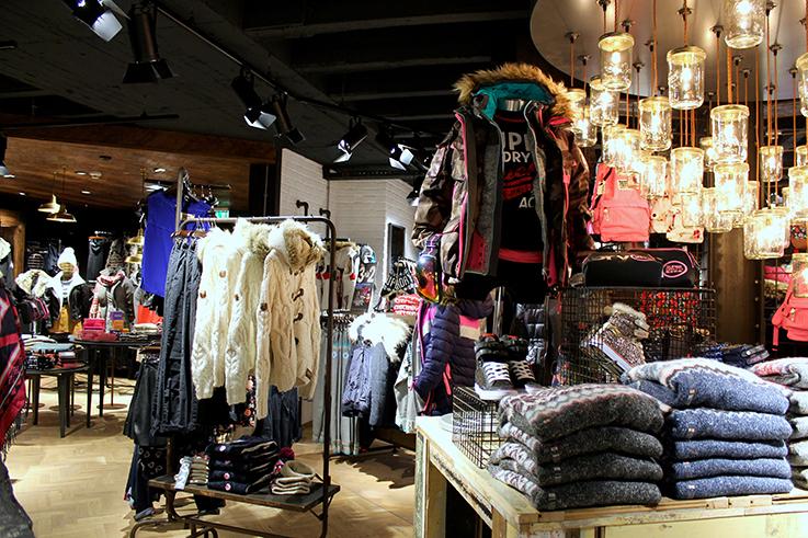 Fashion Blog Köln Cologne Superdry Store Eröffnung Store Opening Modeblogger Wintermode Interior Einrichtung
