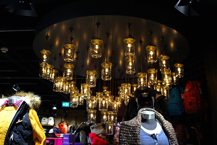 Fashion Blog Köln Cologne Superdry Store Eröffnung Store Opening Modeblogger Wintermode Interior Lampen