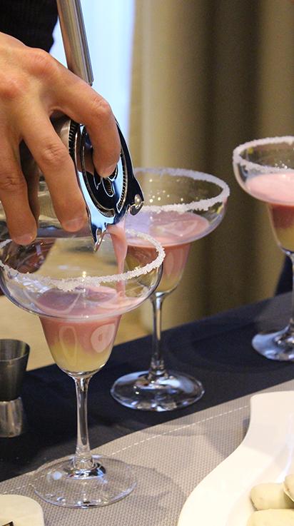 Hotel Novotel Aachen City weihnachtliches Wochenende Hotelbericht Reiseblog Weihnachtscocktail Eierlikör Bar mixen