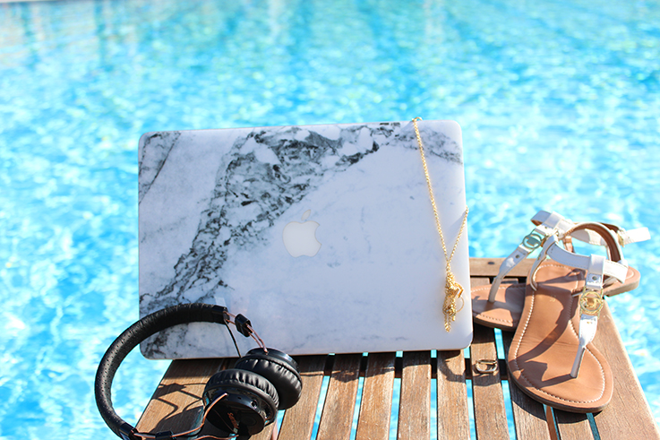 Reiseblog Urlaub Griechenland Meer Pool MacBook Marmor Case Tom Tailor Sandalen Hotel Aegean Melathron Spa