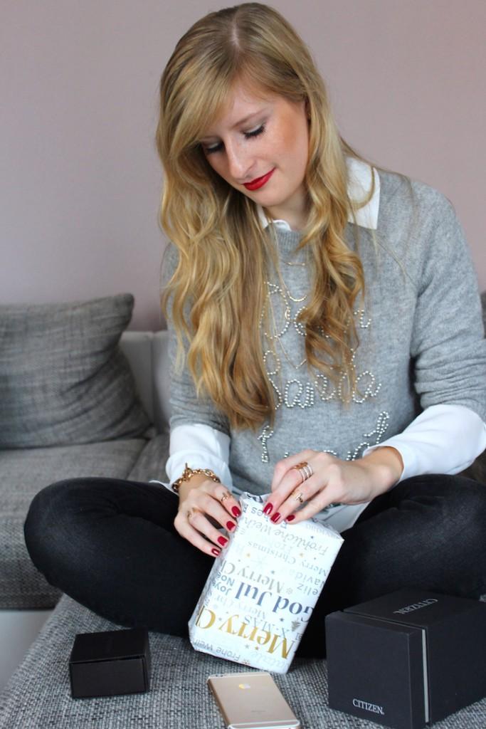 Weihnachten Tradition Geschenke Weihnachtspullover Dear Santa Modeblog goldener Schmuck Brini