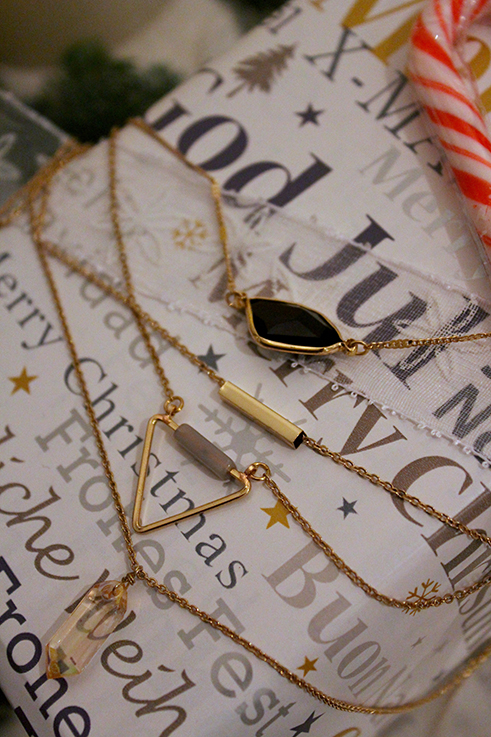 Weihnachts-Geschenkideen Lifestyle Blog goldener schmuck filigrane Kette Geschenk Mutter Freundin Schwester