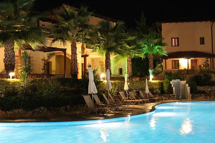 pool_bei_nacht__travelblog_reiseblog_brinisfashionbook