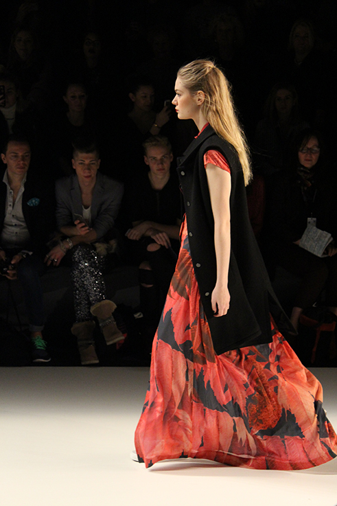 Anne Gorke Fashion Show DYE & THE SKY Herbst:Winter 2016:17 Fashion Week Berlin Januar 16 Maxikleid 8
