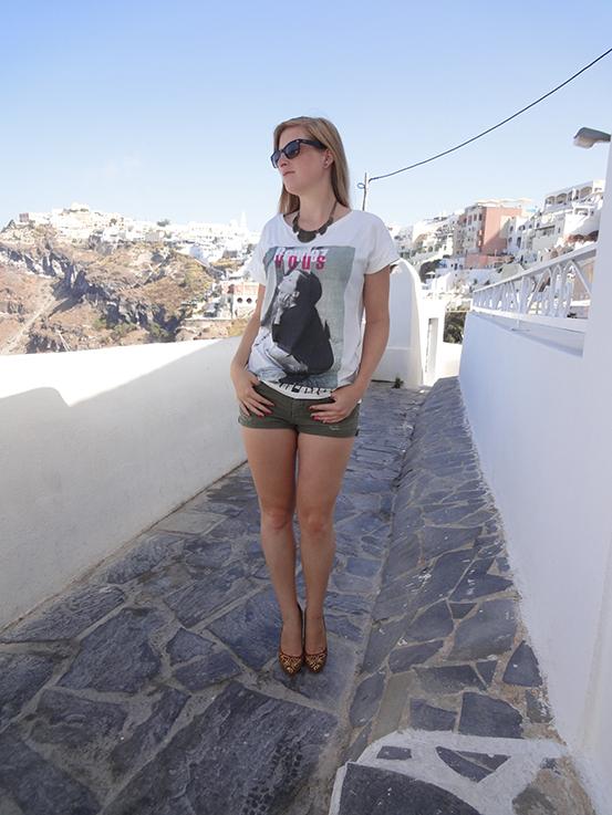 Brini_in_den_Straßen_von_santorin_Travelblog_reisetipps