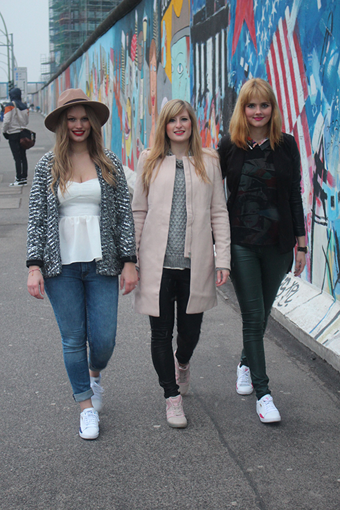 Fashion Blogger Bloggerinnen Köln in Berlin streetstyle Winter OOTD Modeblogger when-love-speaks Brinis FashionBook Des-Belles-Choses Sneaker