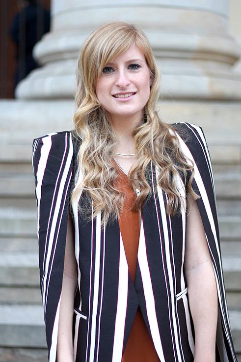 Fashion Week Outfit MBFW Berlin Cape-Blazer Statement Herbststreifen OOTD 9