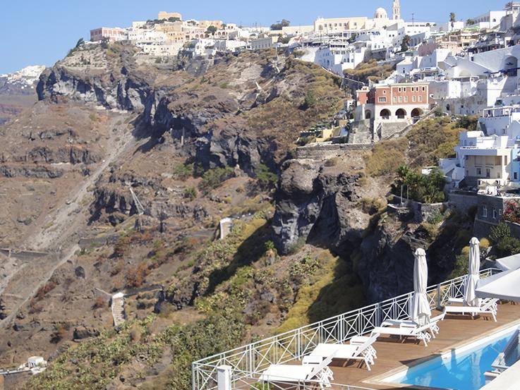 Kahle_Felswände_Santorin_Griechenland_Reisetipps_Travelblog_brinisfashionbook_Reisetipps_Reiseziele_Europa _Reiseberichte