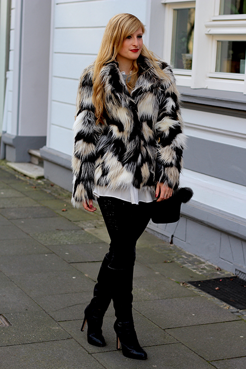 Kunstfelljacke H&M OOTD Weihnachten Weihnachtsoutfit schwarze Michael Kors Handtasche Kunstfell schwarze Stiefel Asos Blog 1