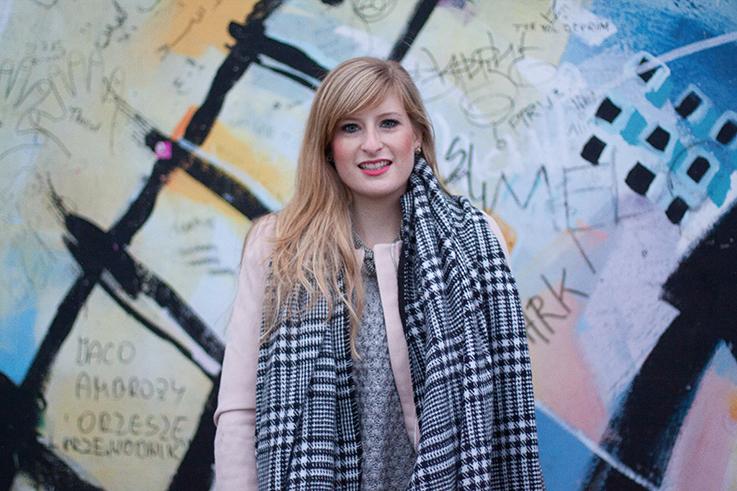 Layering Rosa Mantel Zara schwarz weiß karierter Schal OOTD streetstyle Blog Berlin 8