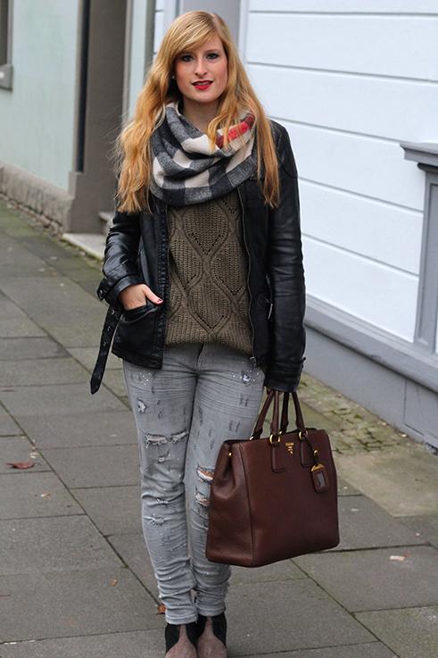 Liebster Casual Look Graue Ripped Jeans schwarze Lederjacke braune Prada Tasche Leder Stiefeletten kombinieren Blog OOTD Köln 7