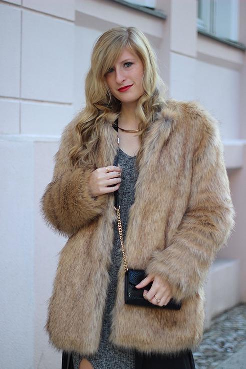 MBFW OOTD Berlin Outfit Blogger langes Wollkleid Asos Overknees Fake Fur Jacke Felljacke Zara streetstyle 8