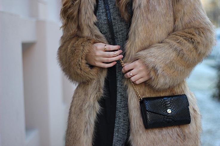 MBFW OOTD Berlin Outfit Layering Blogger Wollkleid Asos Overknees Fake Fur Jacke Felljacke Zara streetstyle 6
