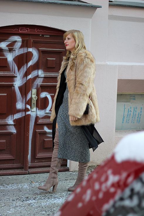 MBFW OOTD Berlin Outfit langes Wollkleid Asos Overknees Fake Fur Jacke Felljacke Zara streetstyle 5