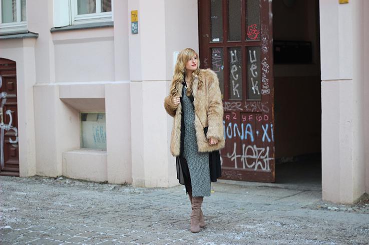MBFW OOTD Berlin Outfit langes Wollkleid Asos Overknees Fake Fur Jacke Felljacke Zara streetstyle 91