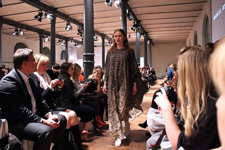 Marcel Ostertag Fashionshow Rain Herbst : Winter 2016 Januar Fashion Week Berlin Kleid Print Regen