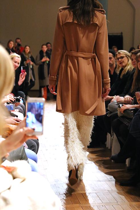 Marcel Ostertag Fashionshow Rain Herbst : Winter 2016 Januar Fashion Week Berlin Trenchcoat Fransenhose