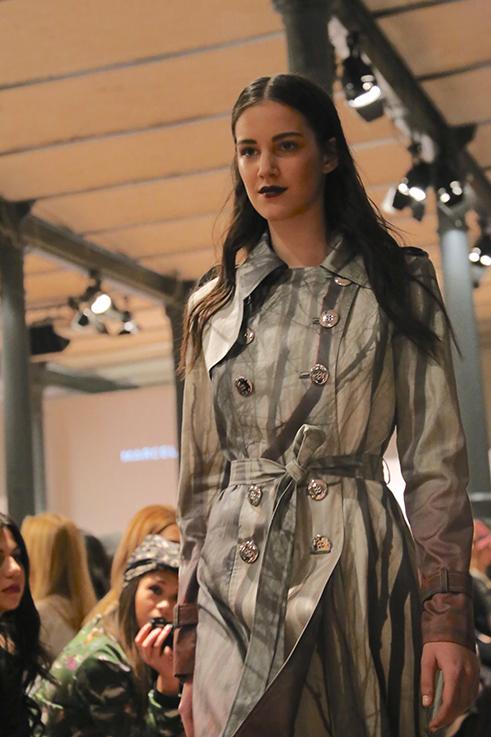 Marcel Ostertag Fashionshow Rain Herbst : Winter 2016 Januar Fashion Week Berlin Trenchcoat Waldprint