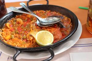 Paella_typisches_Gericht_Spanien_Reisetipps_fuer_Barcelona