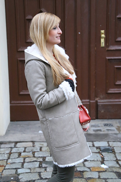 Reiseoutfit Ledermantel Fell Zara Maple Furla Bommel Fashion Week Berlin streetstyle 3