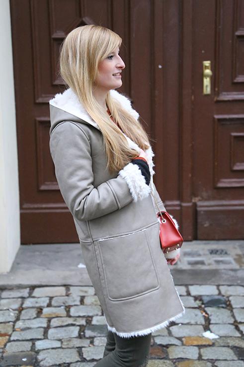 Reiseoutfit Ledermantel Fell Zara Maple Furla Bommel Fashion Week Berlin streetstyle 3