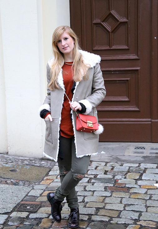 Reiseoutfit Ledermantel Fell Zara Maple Furla Bommel Fashion Week Berlin streetstyle 4