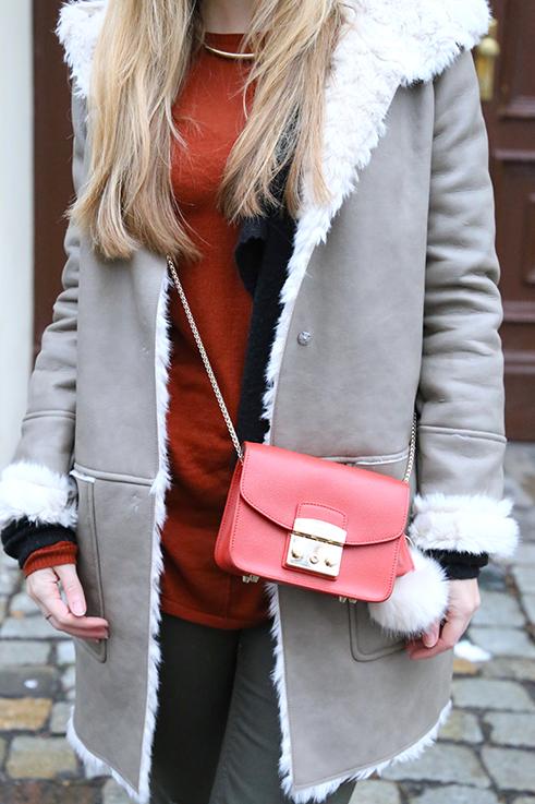 Reiseoutfit Ledermantel Fell Zara Maple Furla Bommel Fashion Week Berlin streetstyle 5