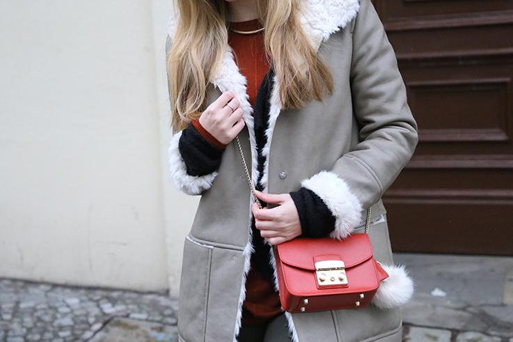 Reiseoutfit Ledermantel Fell Zara Maple Furla Bommel Fashion Week Berlin streetstyle T