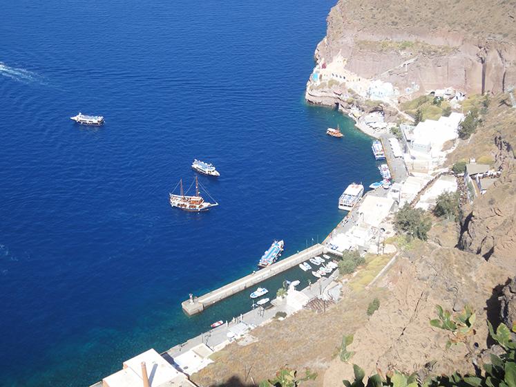 Tenderboote_vor_Santorin_Reisetipp_Travelblog_Griechenland