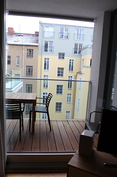 Blogger Apartment Berlin Fashion Week Circus Apartments Interior Balkon Ausblick