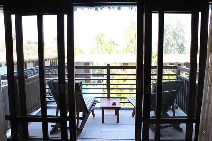 Hotel_Review_The_Haven_Khao_Lak_Balkon_mit_Sitzmöbeln_Reiseblog