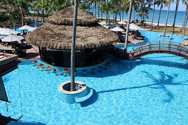 Hotelbericht_The_Haven_Khao_Lak_Reiseblog_Thailand_Poolbar_Travelblog_Luxusresort