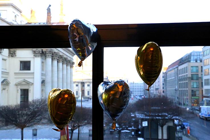 Luftballons Herzen Deutscher Dom Alba Moda Blogger Brunch Hilton Berlin MBFW Blogger Event Modeblog