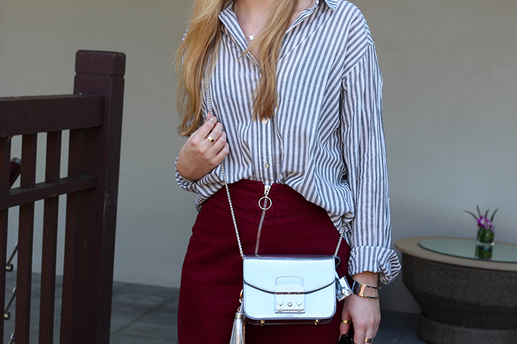 Outfit Sightseeing Thailand Oversized Bluse Streifen Furla Tasche Silber A-Linien Jeansrock Fashion Blog 4
