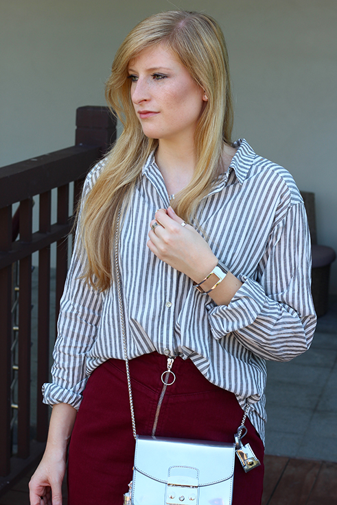 Outfit Sightseeing Thailand Oversized Bluse Streifen Furla Tasche Silber A-Linien Jeansrock Modeblog 6